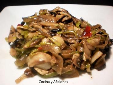 Champiñones con verduras  picantes, receta