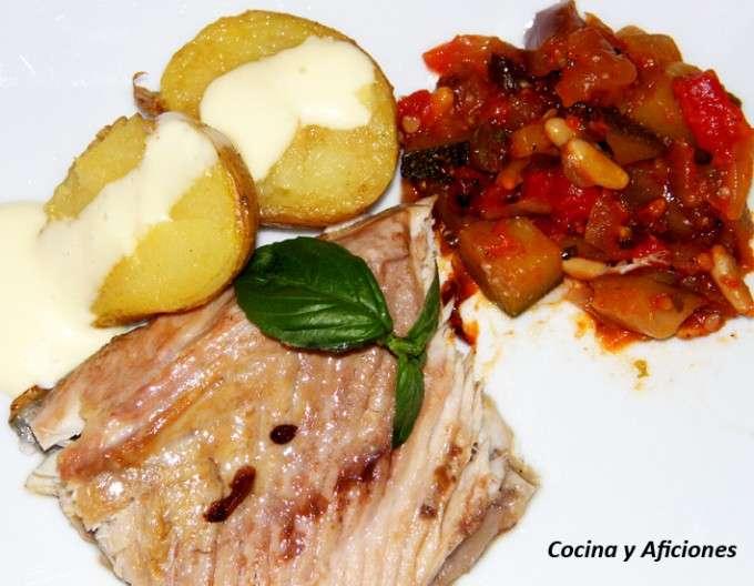 0ventresca de atun con patata y caponata 1
