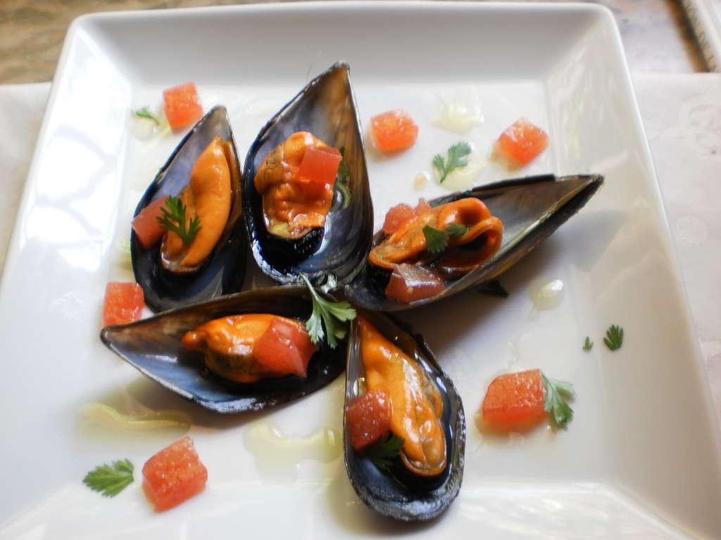 Mejillones con gelatina y su agua picante, receta