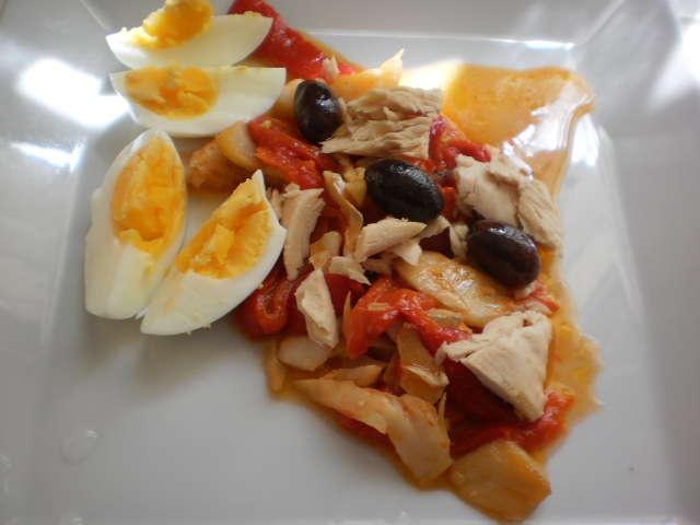 Asadillo de pimientos: ensalada, de bonito y huevo duro – ensalada de asadillos y ventresca de bonito, receta.