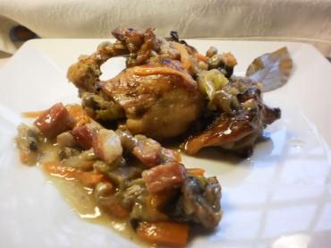 Conejo nguisado con setas y champiñon receta