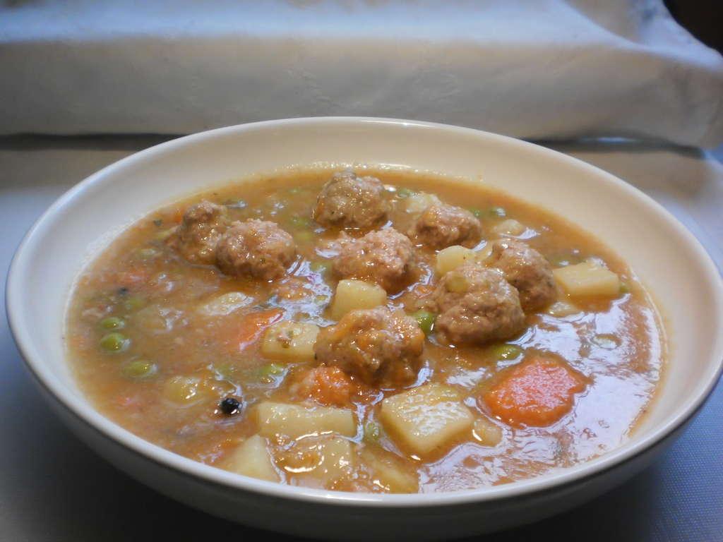 Sopa de verduras y albondigas, receta