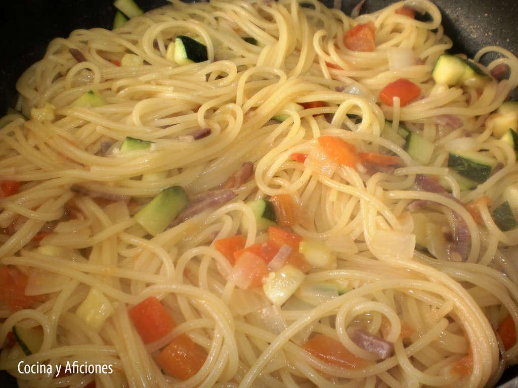 Espaguetis en carbonara vegetal y jamón ibérico, receta