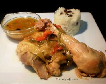 Pollo hervido en pimientos acompañado de cuscús, receta