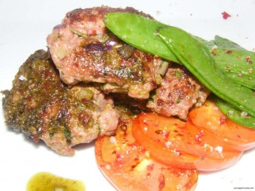 """Filetes rusos crujientes, """"mar y montaña"""" con salsa de anchoas y perejil, receta"""