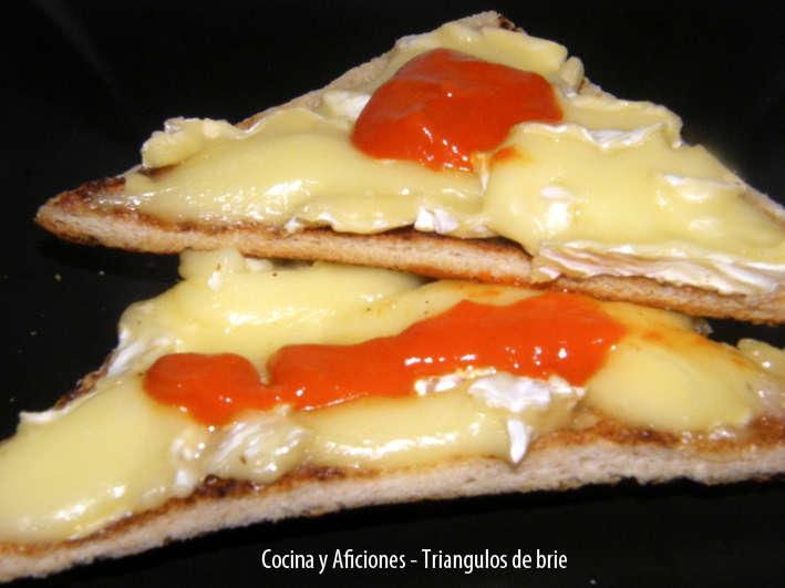 Triangulo de brie y mantequilla de pimientos, receta