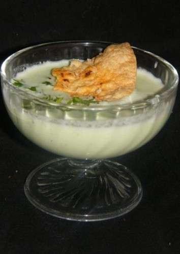 crema de pepino con crujiente de tortilla mejicana
