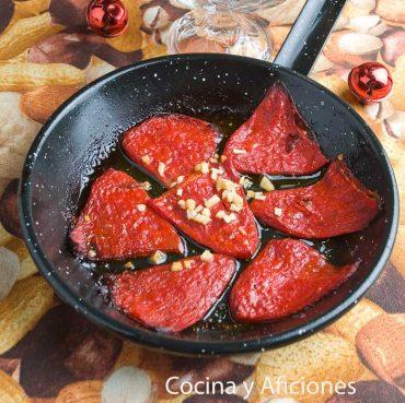 Pimientos del piquillo en chilindrón, receta deliciosa