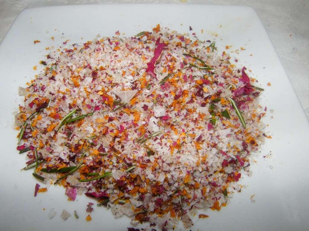 Sal de pétalos de rosa,romero y piel de naranja, receta
