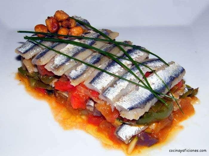 Ensalada de anchoas con piperrada y salsa de gazpacho, receta