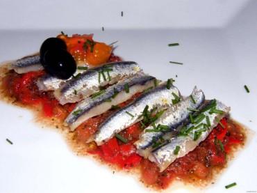 Ensalada de anchoas con pimientos del piquillo, receta
