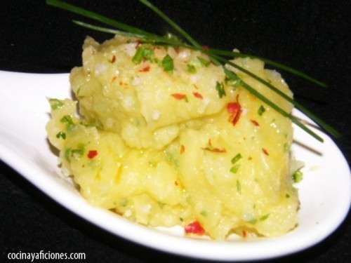 aperitivo de patatas escachadas