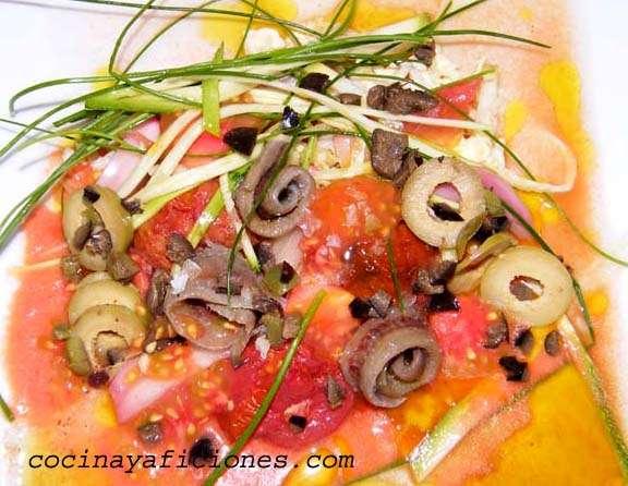"""Ensalada de """"tomates""""con aceitunas y aliño de dos vinagres"""