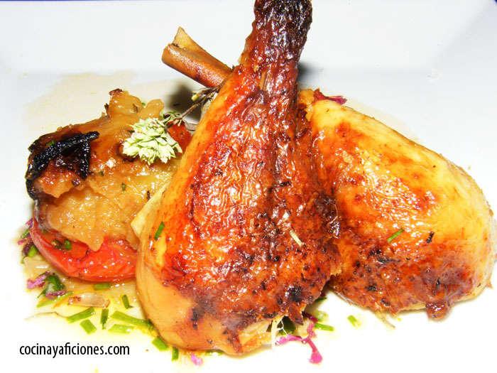 Pollo asado a baja temperatura con manzana y vegetales, receta
