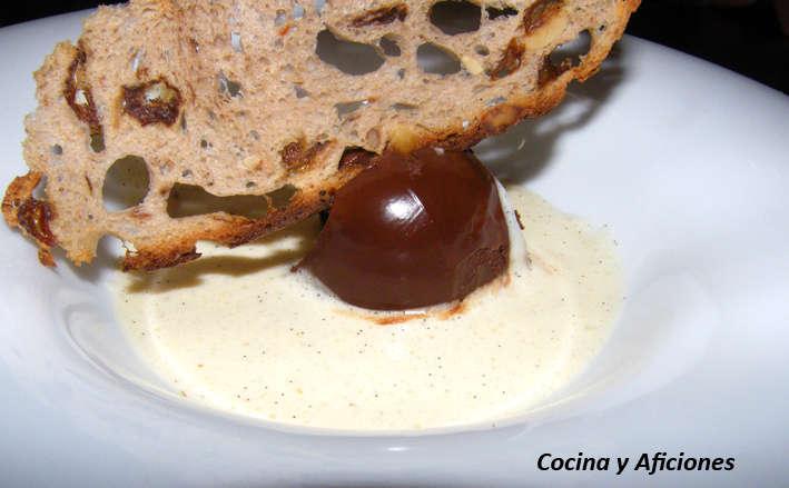 trufa con salsa de vainilla y teja de pan crujiente