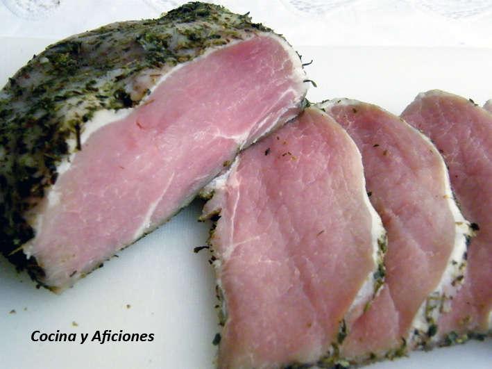 Como adobar lomo de cerdo con ajo y hierbas