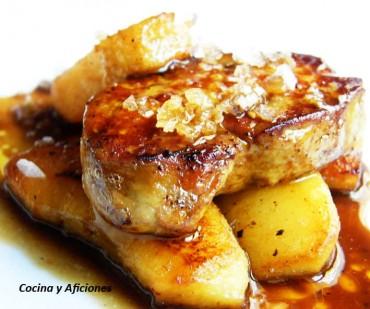 Foie gras con manzanas y salsa de vino, receta