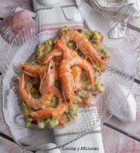 Guacamole con langostinos, receta perfecta para el aperitivo
