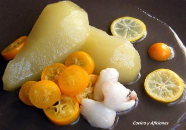 Peras al baño María con cítricos y litchis naturales, receta