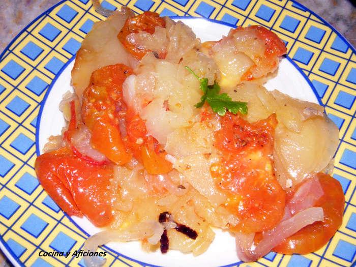 Verduras en  capas: patatas+ cebolla + tomate  al horno, receta