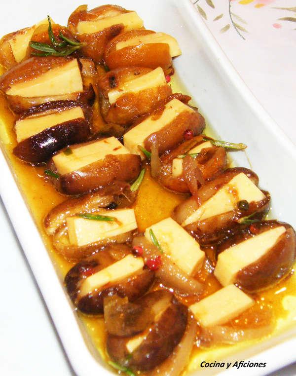 Dátiles frescos con queso, pimientas y romero, receta