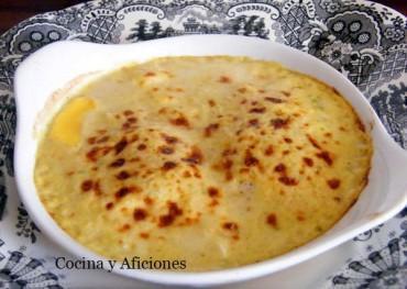 Huevos escalfados con salsa Mornay, receta paso a paso