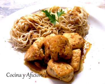 Pollo glaseado y fideos chinos con soja y jengibre, receta paso a paso
