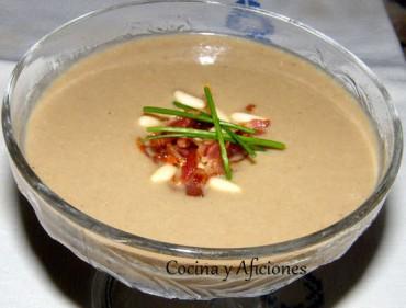 Crema de setas y boletus con crujiente de jamón, receta