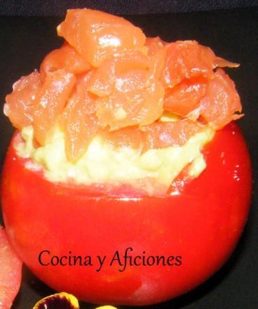 Tomates rellenos de crema de aguacate con dos finales diferentes, receta