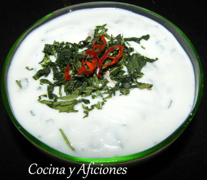 Crema (dip) de queso fresco batido con hierbas frescas, receta