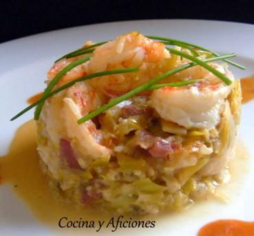 Mar y montaña: puerros y cebolleta tierna con jamón ibérico, gambas y su esencia, receta