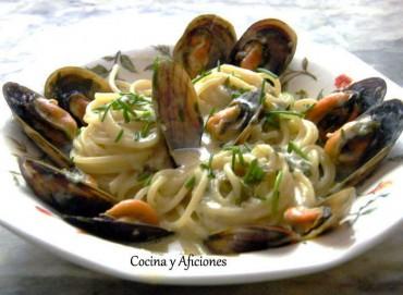 Espaguetis con mejillones de roca a la bretona, receta paso a paso