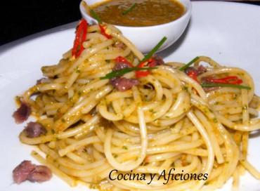 Espaguetis con pesto al estilo siciliano, receta paso a paso