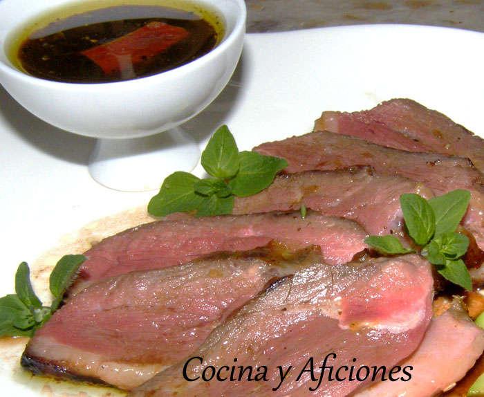 Magret de pato a la soja, salsa picante, aguacate y semillas, receta paso paso