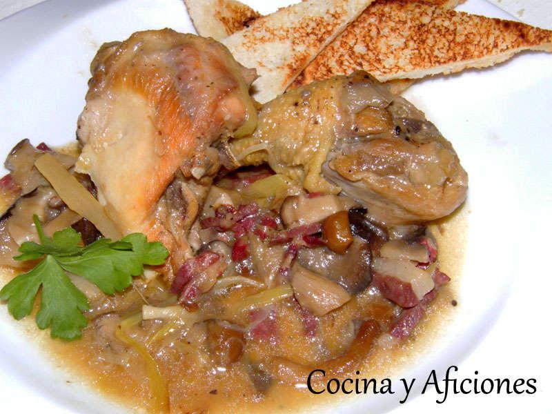 Fricasé de pollo de corral con hongos, setas y jamón ibérico, receta paso a paso