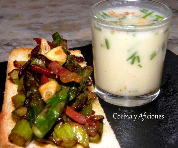 Tosta de espárragos verdes con chupito y tomate asado, receta paso a paso