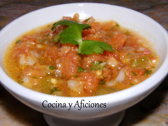 Pico de gallo, un dip mejicano con totopos (nachos), receta paso a paso