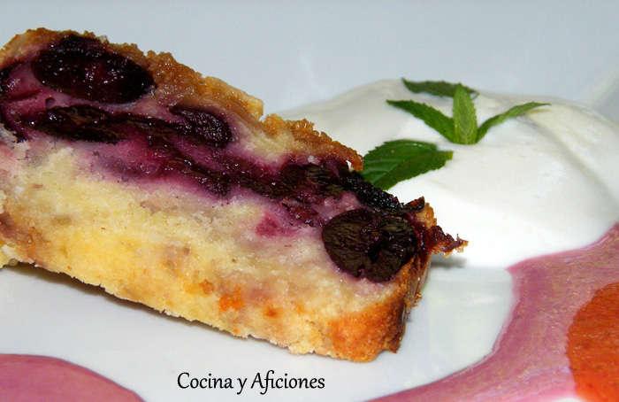 Pastel de cerezas y coco con salsas de frutas, receta paso a paso