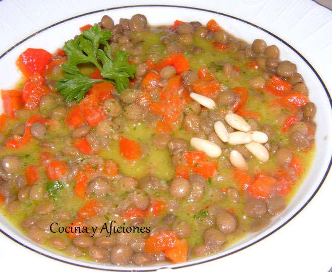 Ensalada de lentejas con pimientos y salsa verde, receta paso a paso