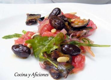 Ensalada de berenjenas, tomates y vinagreta de anchoas y mostaza, receta paso a paso