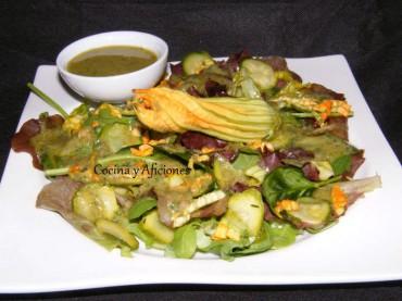 Ensalada de calabacín, sus flores y una vinagreta de hierbas frescas, receta paso a paso