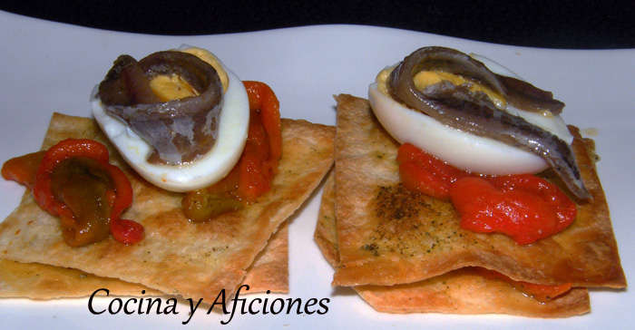 Tapa crujiente de anchoas y pimientos, receta paso a paso