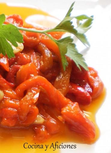 Técnicas de cocina: asar pimientos rojos y prepararlos en tiras, receta paso a paso.