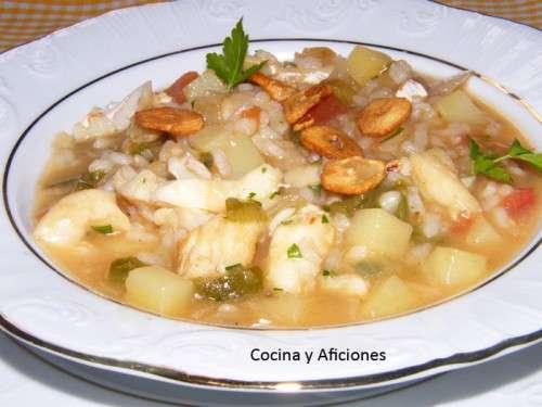 Guiso de patatas, arroz y bacalao de vigilia