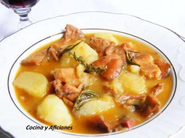 http://www.cocinayaficiones.com/wp-content/uploads/2012/10/Niscalos-con-patatas-y-hierbas-1-600x449.jpg