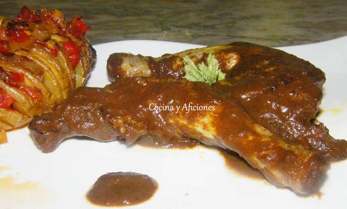 Pollito con salsa de chocolate y Patatas Hasselback  con verduritas picantes, receta paso a paso
