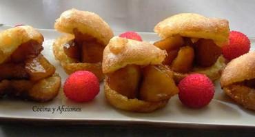 Buñuelos de viento rellenos de manzana y pétalos de rosa, receta paso a paso