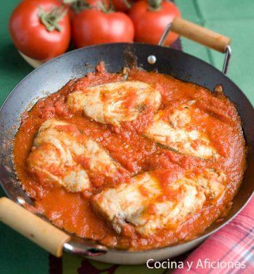 Bonito con tomate, la receta tradicional paso a paso.
