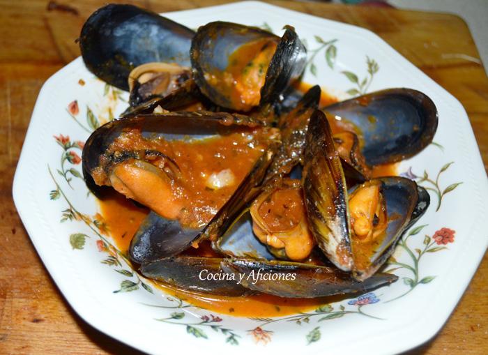 Mejillones con salsa de  tomate especial, receta paso a paso.