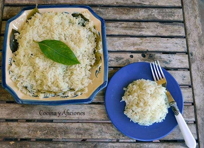 Arroz blanco con hojas de limonero, receta paso a paso.